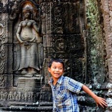 A kid in Bantdeay Kdey temple, Angkor
